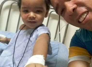 Menino atropelado sem querer por mãe recebe alta de hospital de Barreiras