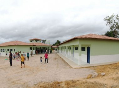 Governo entrega escolas e unidade de saúde em Utinga