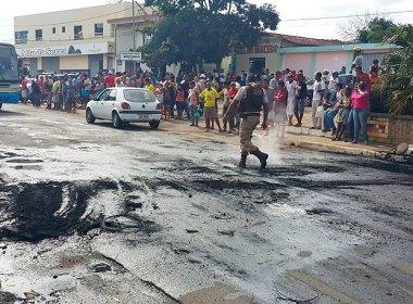 Barra do Choça: Feirantes queimam pneus em protesto após apreensão de carne