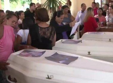 Porto Seguro: Casal e quatro filhos mortos em acidente são enterrados