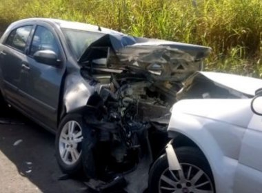 Batida entre dois carros na BR-101 causa morte de grávida