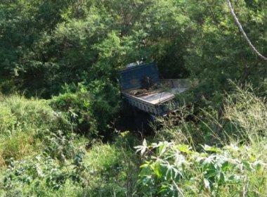 Acidente com caminhão próximo a Ipirá deixa um morto e um ferido