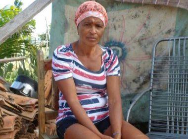 Cipó: Mulher vive há 6 meses em galinheiro depois de ter sua casa destruída pela chuva