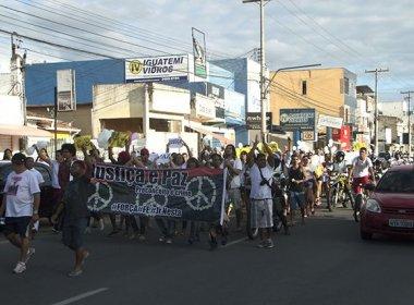 Feira: Familiares e amigos protestam contra agressão em shopping