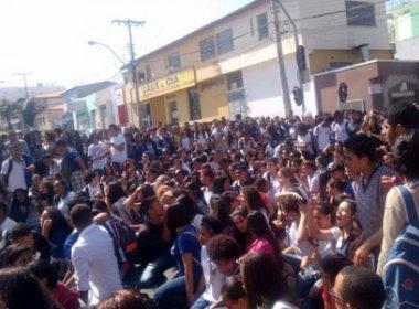 Conquista: Alunos ameaçam entrar em greve caso salário dos terceirizados não seja pago