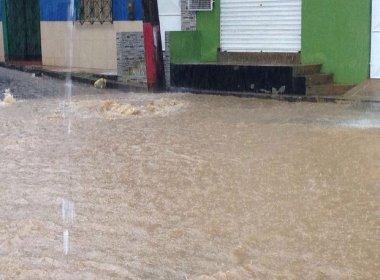 Maraú: Chuva alaga ruas e aulas são suspensas