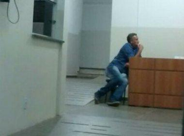 Radialista é detido após descumprir decisão judicial e emitir opinião política em rádio