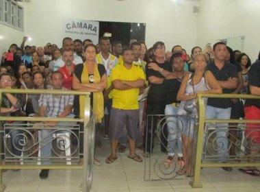 Ubaitaba: População protesta contra reajuste salarial de prefeito e vereadores