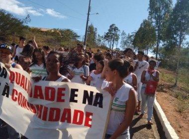 Santa Inês: Estudantes fecham BR e protestam contra PEC que limita investimentos