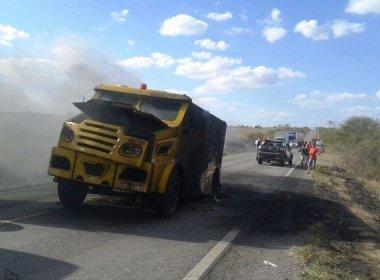 Quadrilha explode carro forte na BR-116