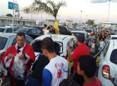 Juazeiro: 'Papai Noel' cai em cima de carro durante evento de shopping; veja vídeo