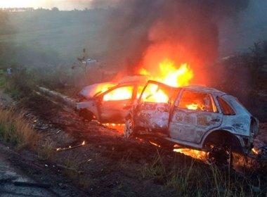 Muritiba: Dois motoristas morrem após carros pegarem fogo na BR-101