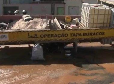 Juazeiro: Caminhão tapa-buraco cai em cratera que seria tapada