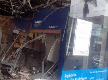 Amélia Rodrigues: Quadrilha explode banco e deixa caixas e teto destruídos