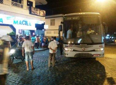 Idoso tropeça e morre atropelado por ônibus no centro de Retirolândia
