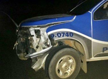 Itabela: Grupo invade banco e lança carro contra viatura da Polícia Militar