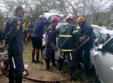 Acidente na BR 324 mata três pessoas e deixa outras quatro feridas