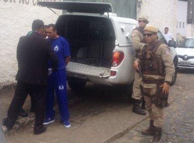 Ubaitaba: Vereador preso com quase 300 kg de drogas toma posse algemado