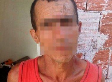 Homem mata esposa a facadas, enterra corpo no quintal e joga concreto sobre a cova