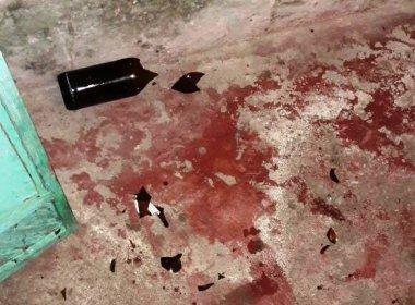 Homem esfaqueia esposa por ciúmes; vítima morreu asfixiada no próprio sangue