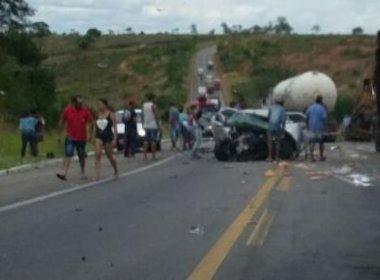 Acidente entre carro e carreta deixa quatro feridos na região de Vitória da Conquista