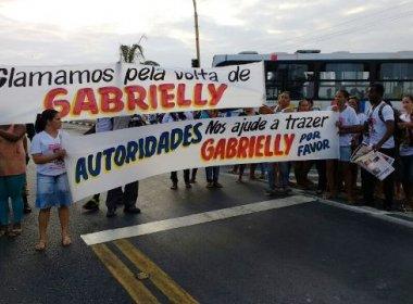 Feira: Familiares de menina de 7 anos desaparecida há 21 dias fazem protesto