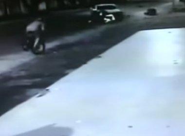 Eunápolis: Mulher é arremessada após ser atingida por caminhonete; veja vídeo