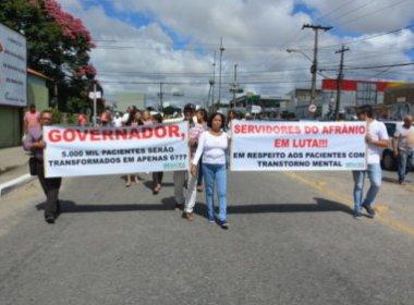 Conquista: Manifestantes protestam contra suspensão de atendimento em hospital