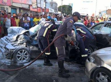 Feira: Um morre e seis ficam feridos em engavetamento na Avenida João Durval