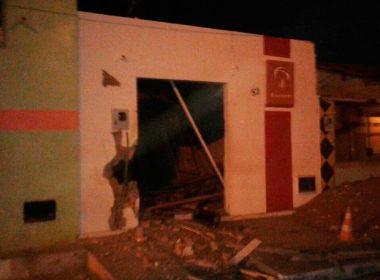 Grupo armado com fuzis ataca com explosivos banco, Correios e mercado em Caetanos