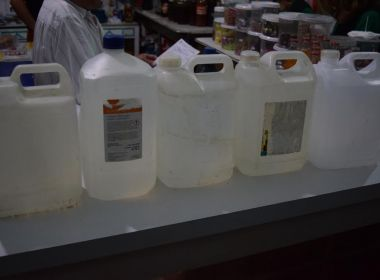 Jacobina: MP-BA flagra venda de cachaça com álcool combustível e ácido acético