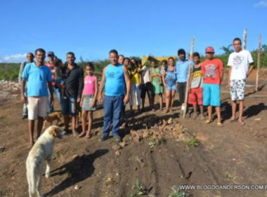 Conquista: Após demolição de barracos, mulher cede casa para desabrigados