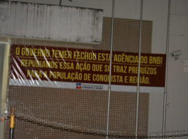 Conquista: Agência do Banco do Nordeste é desativada; cartaz critica ato