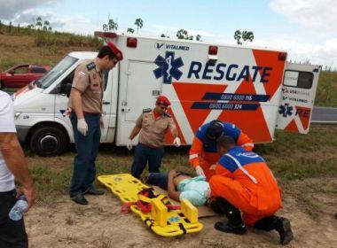 Duas pessoas se ferem após carro capotar no km 571 da BR-324