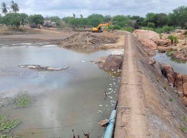 Embasa inicia limpeza da Barragem da Leste; devem ser retirados 70 mil m³ de resíduos