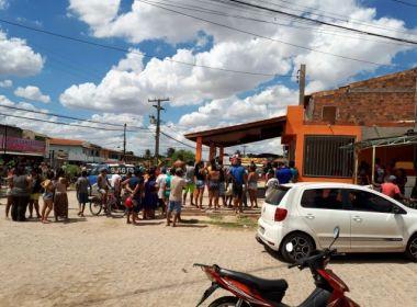 Homem é morto a tiros por motociclista em frente a bar de Feira de Santna