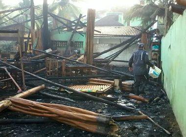 Incêndio de grandes proporções destrói parte de hotel em Ilhéus