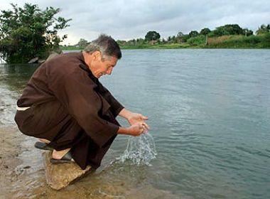 Bispo de Barra diz que verdade sobre transposição 'se mostrará a tempo'