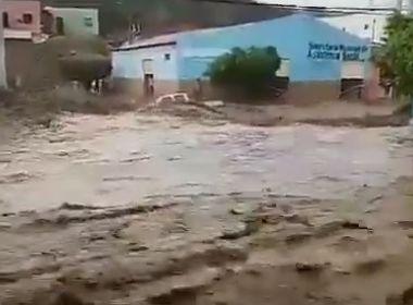 Novo Triunfo: Água invade igreja; Chuva ocorre em Ilhéus, Conquista e Porto Seguro