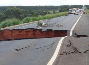 São Desidério: Chuvas abrem cratera e trecho da BR-020 fica interditado