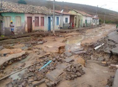 Lajedinho: Volume de água supera tromba d'água de 2013; prefeito reclama de promessas