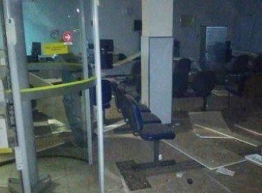 Quadrilha explode agência bancária e faz estudantes de reféns em Boa Nova