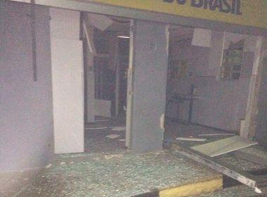 Urandi: Quadrilha armada explode agência bancária