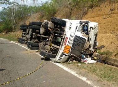 Feira de Santana: Motorista fica ferido e filho morre após acidente com carreta