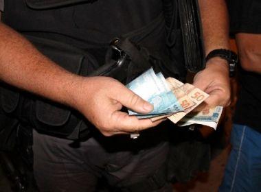 Conquista: Homem é preso ao tentar subornar policiais após dirigir em contramão