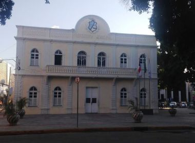 SERVIDOR USAVA CARRO DA PREFEITURA DE JUAZEIRO PARA ROUBAR