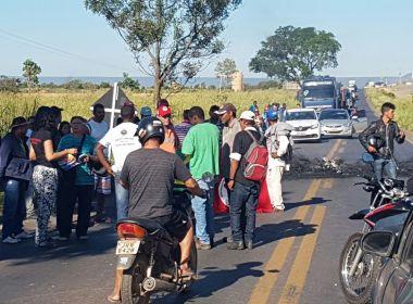 Barreiras: Protesto bloqueia BR; Polícia Civil fará apenas flagrantes em greve geral