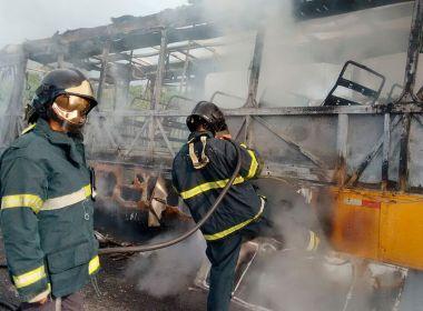 Conceição do Jacuípe: Ônibus escolar com crianças pega fogo na BR-101