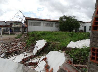 Feira de Santana: Muro de escola desaba e aulas são suspensas