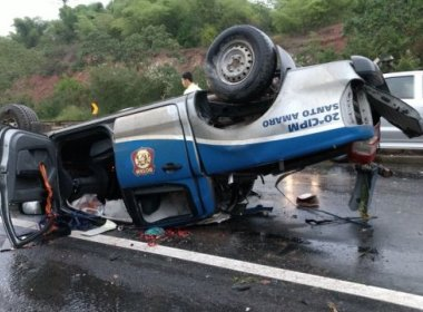 Policiais de Santo Amaro ficam feridos após viatura capotar na BR-324